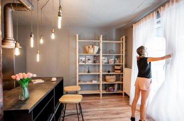 How Cleaning Professionals Can Leverage Airbnb to Earn More Revenue