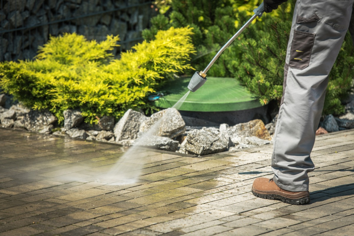 How To Start a Pressure Washing Business [10 Steps]