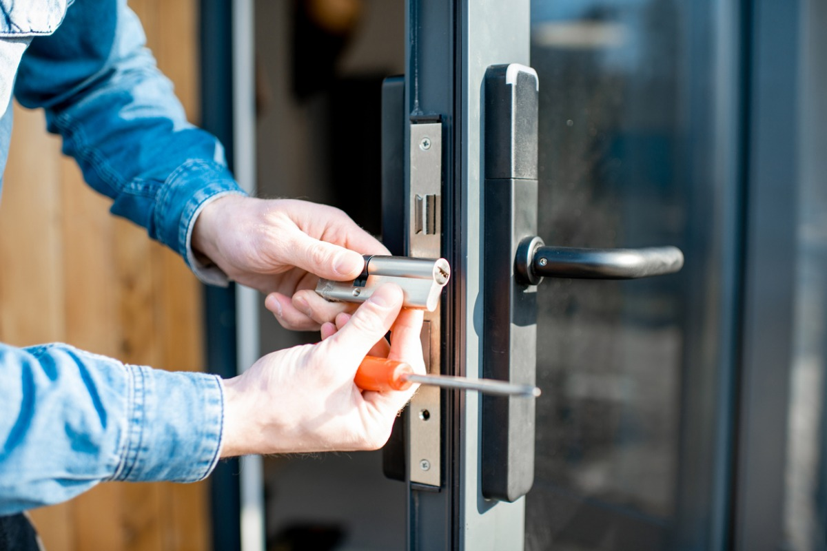 How to Become a Locksmith [6 Steps]