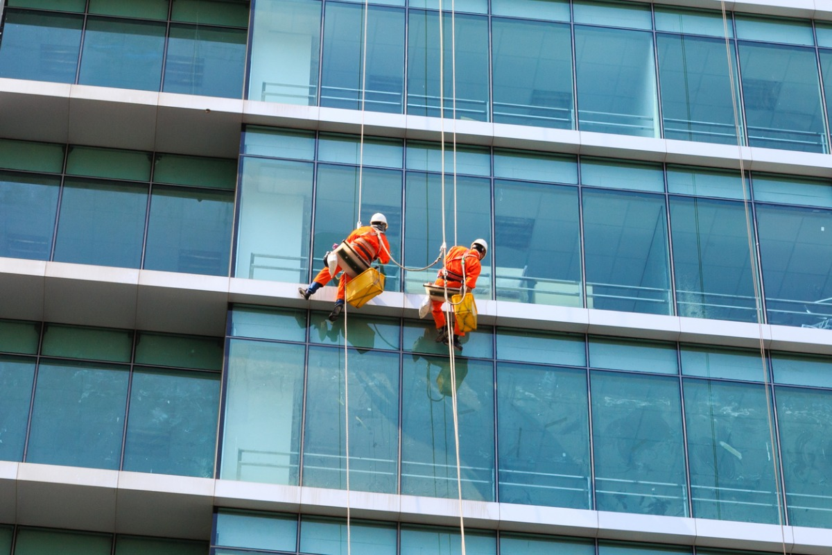 How To Start A Window Cleaning Business [8 Steps]